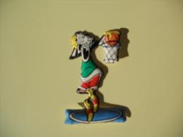 Figurina MIO LOCATELLI Plasteco SERIE PIPPO OLIMPIONICO  N 16 PALLACANESTRO - Disney
