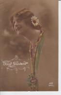 Carte Fantaisie -  Fille Avec Fleur Dans Les Cheveux - Doux Souvenir - Portraits