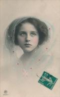 ENFANTS - LITTLE GIRL - MAEDCHEN -  Jolie Carte Fantaisie Portrait Fillette Avec Voile Sur Les Cheveux - Portraits
