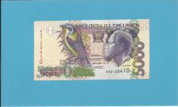 SAINT THOMAS & PRINCE - 5000 DOBRAS  - 22.10.1996 - UNC. - P65b - Two Security Threads - REI AMADOR - Sao Tome And Principe