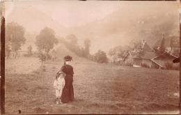 ��  -  Carte Photo non Situ�e  -  Jeune Femme avec un Enfant en Montagne   -  ��