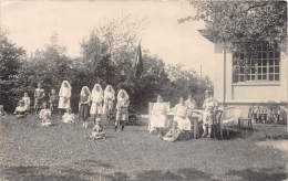 ��  -   Carte Photo  non Situ�e  -  Jeunes filles jouant au Croquet dans un jardin  -  Croix Rouge - Orphelinat ?  -  ��