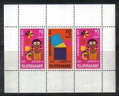 BIN7A - SURINAME , Il Foglietto BF N. 12  **  MNH - Suriname ... - 1975