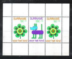 BIN7B - SURINAME , Il Foglietto BF N. 13  **  MNH - Suriname ... - 1975