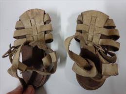 Chaussures -nu Pied De Bebe-pour Poupee Ou Poupon------longueur  12.5 Cm Dimensions Prises Sous La Semelle-vintage - Autres Collections