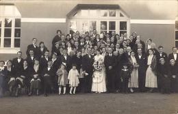 CARTE PHOTO  MARIAGE EN BRETAGNE- Coiffe Bretonne-costumes Traditionnels Parmi Les Invitées - Reproductions