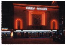Carte Postale Paris, La Nuit -  Les Folies-Bergères  Illuminées - Paris La Nuit