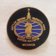 Badge / Pin (Chess) - USSR SSSR CCCP Moskva (Moscow) World Championship Finale FIDE Karpov Vs Kasparov 1984 - Badges