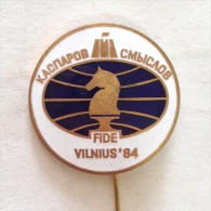 Badge / Pin (Chess) - USSR SSSR CCCP Vilnius World Championship Candidates´ Finale FIDE Kasparov Vs Smyslov 1984 - Badges