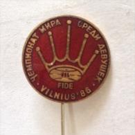Badge / Pin (Chess) - USSR SSSR CCCP Vilnius World Championship Women FIDE 1986 - Pin's