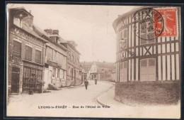 LYONS - LA - FORÊT . Rue De L'Hôtel De Ville . - Lyons-la-Forêt