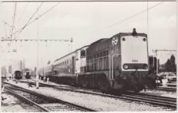 OPEL KADETT-C, Ned. Spoorwegen:  Diesel-Lokomotieven 1 - Lok. Serie 2200/2300 -TREIN/TREN/TRAIN/ZUG & AUTO/CAR - Holland - Voitures De Tourisme