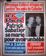 PUBLICITE 1987 AFFICHE DE PRESSE ICI PARIS 56cmX76cm N°2171 VERONIQUE COLUCCI COLUCHE PATRICK SABATIER RIKA ZARAÏ EDWARD - Affiches