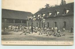 BEAUVAIS  - La Caserne Watrin, La Cour Du Gymnase, Une Leçon De Boxe Et Le Portique. - Beauvais