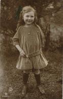 ENFANTS - LITTLE GIRL - MAEDCHEN - Jolie Carte Fantaisie Portrait Fillette Avec Jolie Robe De Velours - Portraits