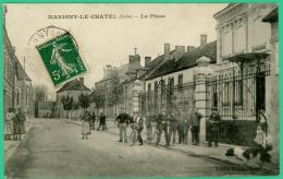 Marigny Le Chatel  -  Aube -  La Place -  Animée - Nogent-sur-Seine