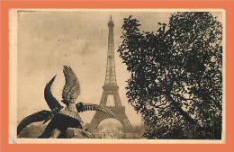 75 - PARIS - Tour Eiffel  // CPA - Eiffeltoren