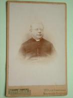 PATER PASTOOR Père Religieux MISSIONARIS FATHER ( Cabinet Photo Henri Becker Bruxelles ) Anno +/- 1900 - Voir Photo !! - Godsdienst & Esoterisme