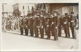 Militaria - Carte Photo - Remises De Décorations Aux Officiers Et Sous-officiers Français Et Un Britannique - Equipment