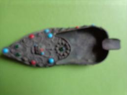 Cendrier En Forme De Chaussure -avec Perles-origine A Determiner -- - Metal