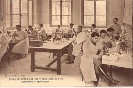 I196/69 . Lyon . Ecole Du Service De Santé Militaire . Laboratoire . - Lyon