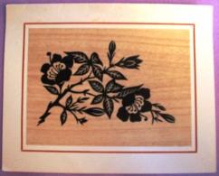 Fleurs Noires Sur Fond Bois - Image Collée - Sans Thème - Carte Vierge - Fêtes - Voeux