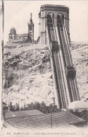 Carte Postale Ancienne De Marseille - Notre Dame De La Garde  Et L'Ascenceur - Notre-Dame De La Garde, Funicular Y Virgen