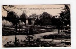 CPA/AE549/RENNES JARDIN DES PLANTES VUE SUR LES SERRES ET LE JARDIN FRANCAIS - Rennes