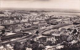 Aj -  Cpsm Petit Format CHERBOURG - Panorama Sur Les Bassins Et La Plage - Cherbourg