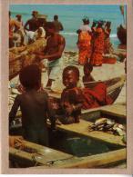 AFRIQUE EN COULEURS - CPM - 7640 - VILLAGE DE PÊCHEURS - éditeur IRIS - Postcards