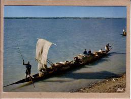 AFRIQUE EN COULEURS - CPM - 5519 - PIROGUES SUR LE FLEUVE - éditeur HOA-QUI - Postcards