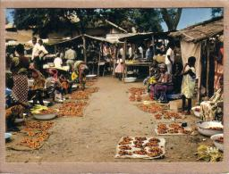 AFRIQUE EN COULEURS - CPM - 5513 - MARCHE AFRICAIN - éditeur IRIS - Postcards