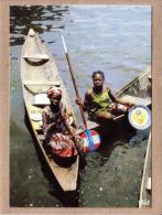AFRIQUE EN COULEURS - CPM - 8575 - SCENES DE VIE - PIROGUE - éditeur IRIS - Postcards