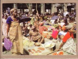 AFRIQUE EN COULEURS - CPM - 8220 - SCENE DE MARCHE - éditeur IRIS - Postcards