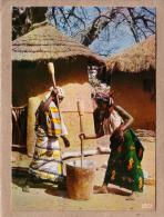 AFRIQUE EN COULEURS - CPM - 5019 - PREPARATION DU REPAS - FEMME - éditeur IRIS - Postcards