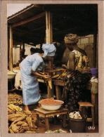 AFRIQUE EN COULEURS - CPM - 7363 - SCENE DE MARCHE - FEMME - éditeur IRIS - Postcards