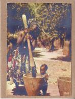 AFRIQUE EN COULEURS - CPM - 5022 - PILAGE DU MIL - éditeur HOA-QUI - Postcards
