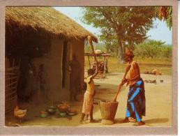 AFRIQUE EN COULEURS - CPM - 7622 - PREPARATION DU REPAS - FEMME - éditeur IRIS - Postcards