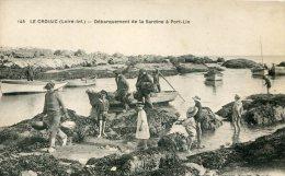 CPA 44 LE CROISIC DEBARQUEMENT DE LA SARDINE A PORT LIN - Le Croisic