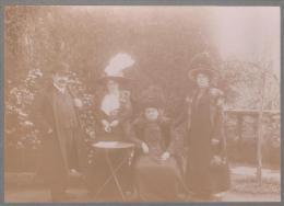 Photographie de groupe/ Les �l�gantes/Chapeaux � plumes/ 1912     PHOT152