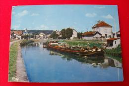 L'ISLE SUR LE DOUBS - LE CANAL ET LA GARE - PENICHE EN 1er PLAN - BARQUE - Isle Sur Le Doubs