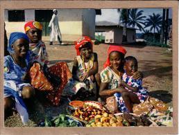 AFRIQUE EN COULEURS - CPM - 4046 - MARCHANDS - éditeur HOA-QUI - Postcards