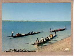 AFRIQUE EN COULEURS - CPM - 5886 - PIROGUES SUR LE FLEUVE - éditeur HOA-QUI - Postcards