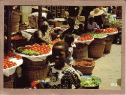 AFRIQUE EN COULEURS - CPM - 8573 - MARCHE AFRICAIN - éditeur IRIS - Postcards