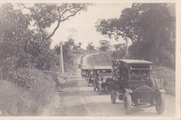 """TRES BELLE CARTE PHOTO DE CONVOI FUNERAIRE / TRES NOMBREUX """"TACOTS"""" : Peut Etre En Afrique - Passenger Cars"""