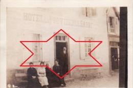 Photo Originale 14-18 PIERRE-BUFFIERE - L'hôtel De La Providence Et Ses Occupants, Mr Sarre Propriétaire (A49, Ww1, Wk1) - Pierre Buffiere