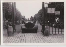 PHOTO ORIGINALE  39 / 45  WW2 WEHRMACHT  FRANCE CHATEAU VEHICULE ALLEMAND AVEC SOLDATS - Guerre, Militaire