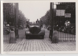 PHOTO ORIGINALE  39 / 45  WW2 WEHRMACHT  FRANCE CHATEAU VEHICULE ALLEMAND AVEC SOLDATS - War, Military