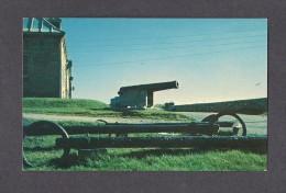 NOVA SCOTIA - NOUVELLE ÉCOSSE  - LOUISBOURG - CAPE BRETON - CANNON AND ANCHORS RELICS OF THE SIEGE - PHOTO C. DOBSON - Cape Breton