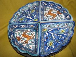 VINTAGE ARMENIAN HAND MADE CERAMIC & BRASS FOOTED TRAY JERUSALEM ISRAEL SIGNED - Céramiques